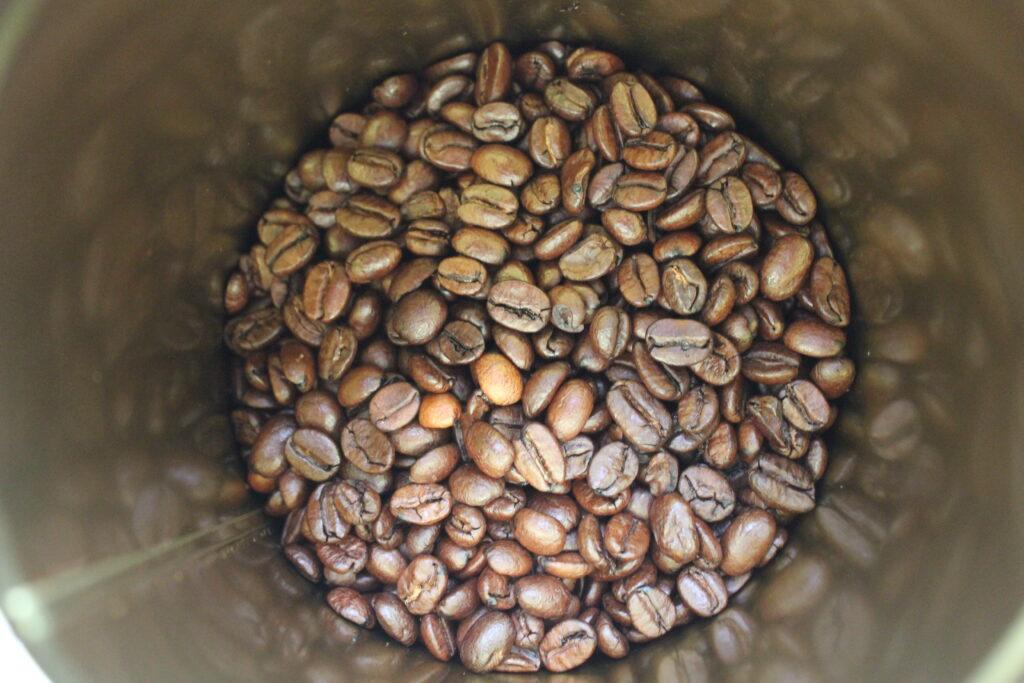 How are light and dark roast coffee different?